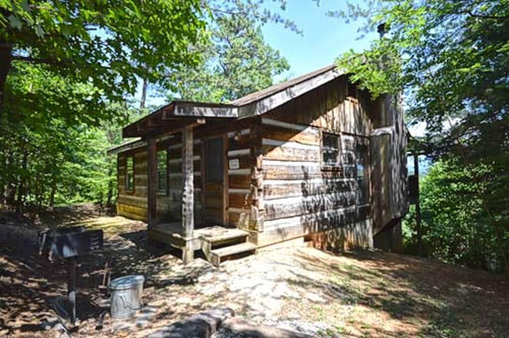 Cozy bear 1 bedroom vacation cabin rental in pigeon forge tn for Pigeon forge large cabin rentals