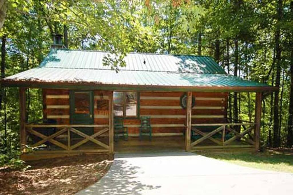 Mountain memories 1 bedroom vacation cabin rental in pigeon forge tn for 1 bedroom cabin rentals in pigeon forge