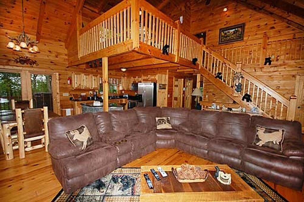 Black bear lodge 4 bedroom vacation cabin rental in pigeon for Vacation cabin rentals pigeon forge tn