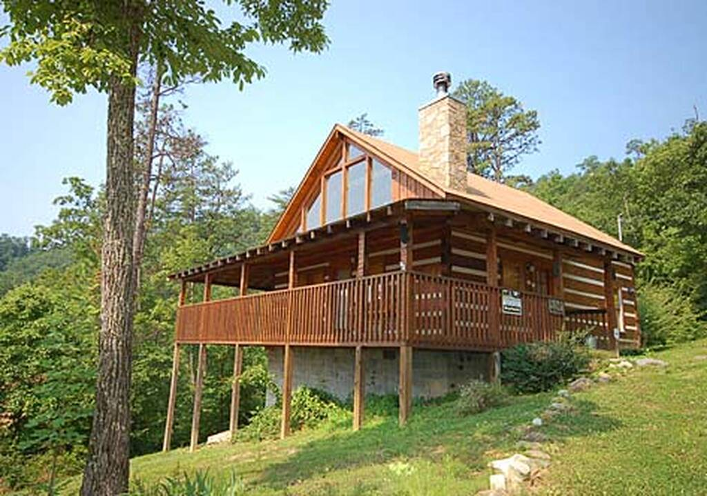 Bearfootin 2 bedroom vacation cabin rental in pigeon forge tn for Two bedroom cabins