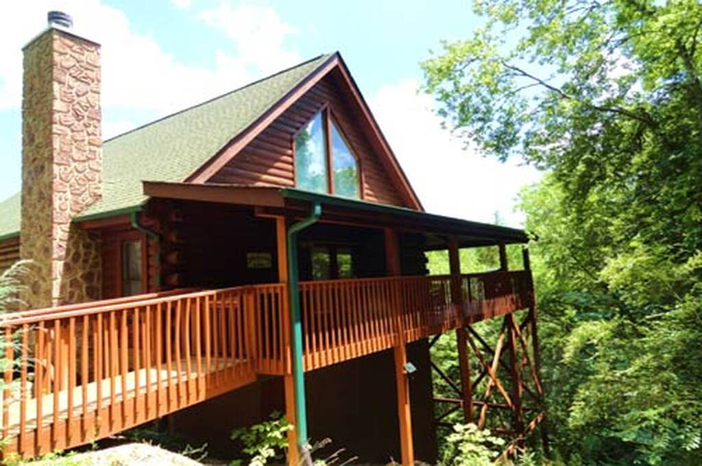 Eagle feather lodge 2 bedroom vacation cabin rental in for 2 bedroom cabin rental pigeon forge