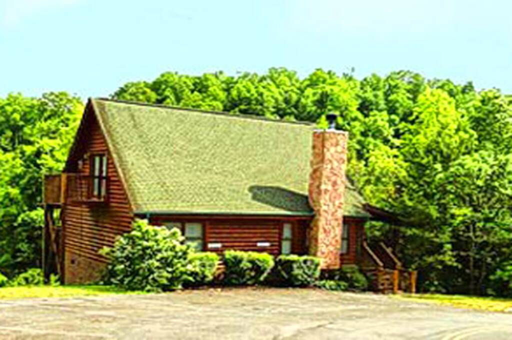 Beary cozy 3 bedroom vacation cabin rental in pigeon forge tn for Cozy cabins rentals
