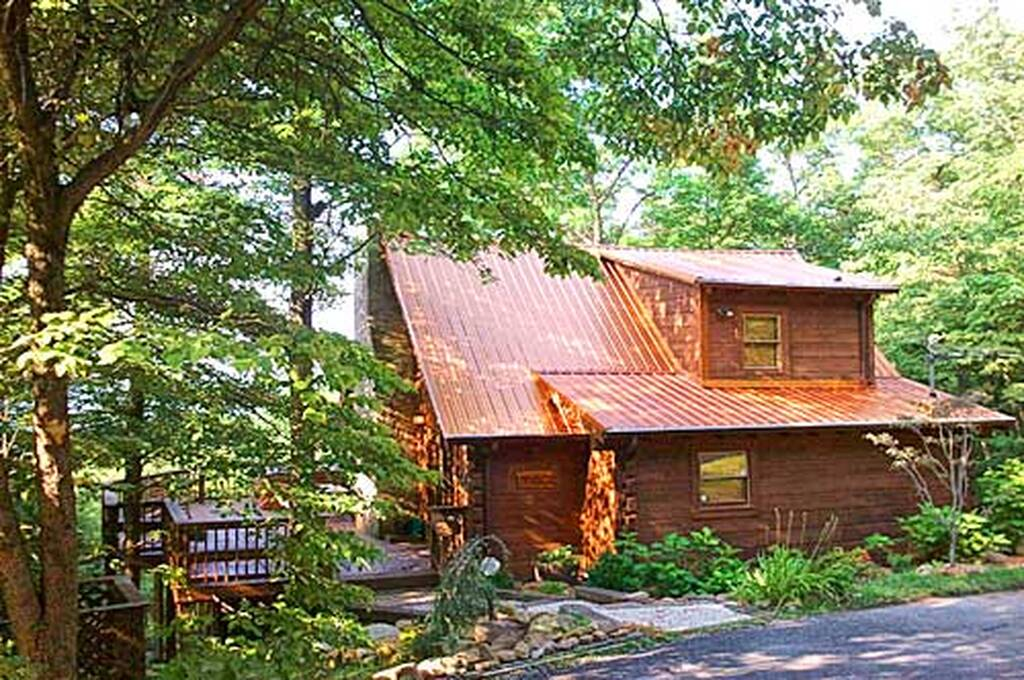 Smoky mountain visions 2 bedroom vacation cabin rental in for Cabin rental smokey mountains